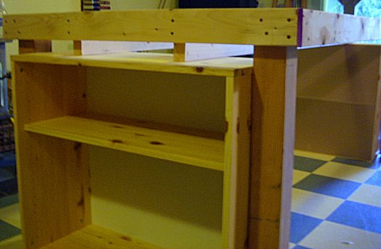 08-closeup-of-frame-and-bookshelf.jpg (35676 bytes)